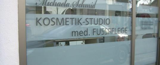 Schaufensterverklebung für Kosmetik Schmid