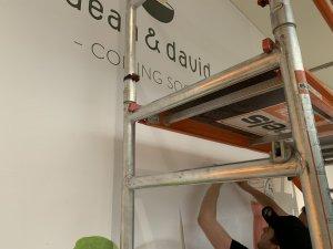 Sammelmappe1 Seite 04 300x225 - DEAN & DAVID FOOD Verklebung in der City-Galerie Augsburg