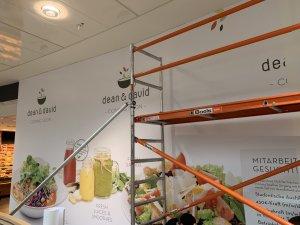 Sammelmappe1 Seite 11 300x225 - DEAN & DAVID FOOD Verklebung in der City-Galerie Augsburg